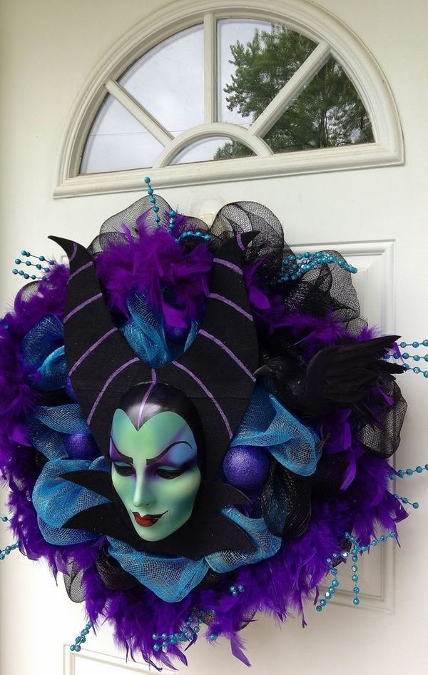 cool Halloween wreaths ideas evil witch mask front door decorating - cool halloween ideas