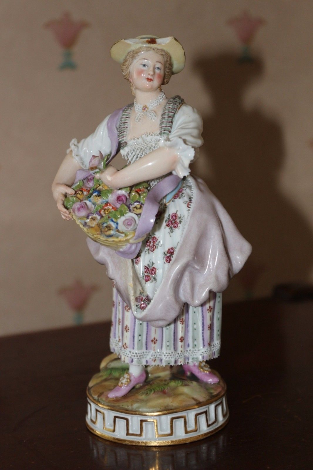 Meissen - figurine https://t.co/I4Wfpg0D1k https://t.co/FYuPcQ475Z