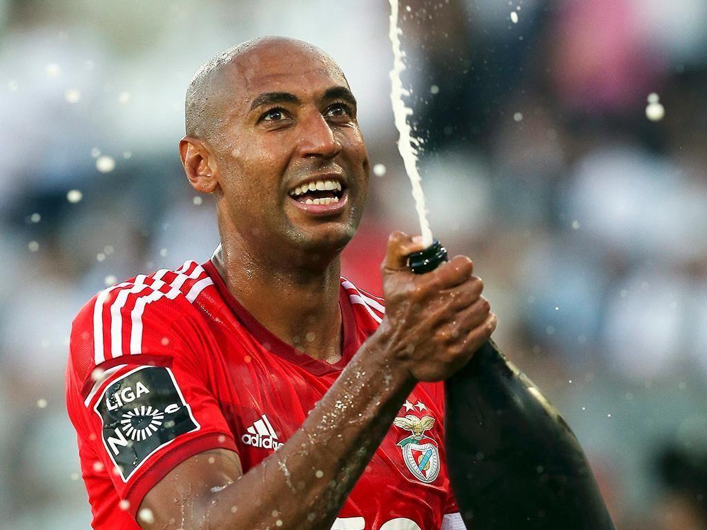 d7c8e34683 O Benfica é tetracampeão pela primeira vez na História do clube. Nesta  edição especial da