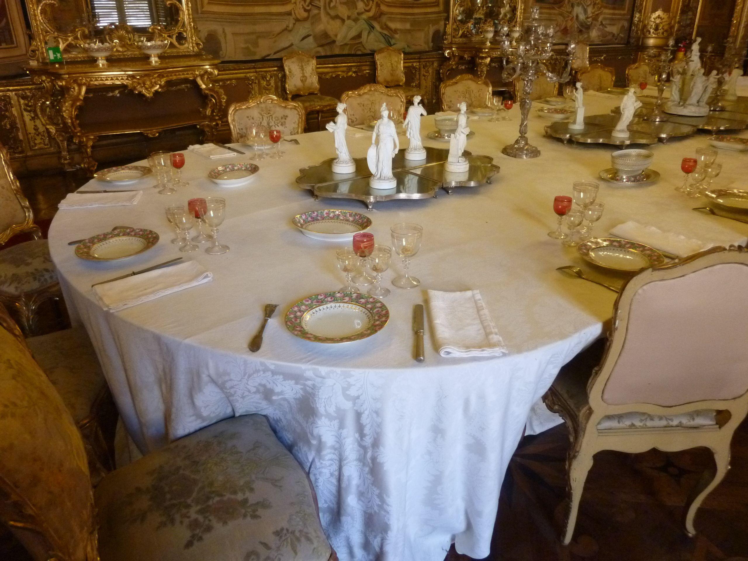 Palazzo Reale di Torino - tavola della sala da pranzo dell ...