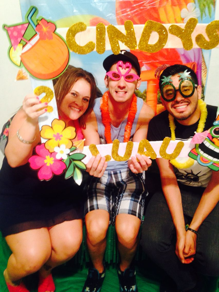diy party frame and photo booth for tikiluau party