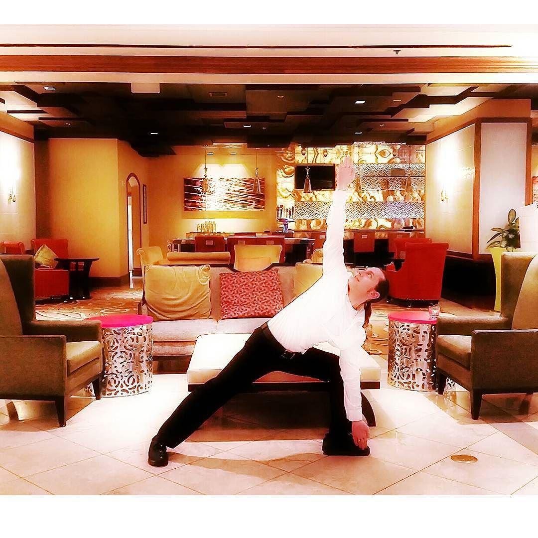 Some trikanasana triangle #yoga pose #vegas style  #vegasyoga #vegasyogi #yogalife #fitfam #fitlife #fitfun #instapic #instadaily #instalike #instayoga #instacool #photooftheday #photography #yogi