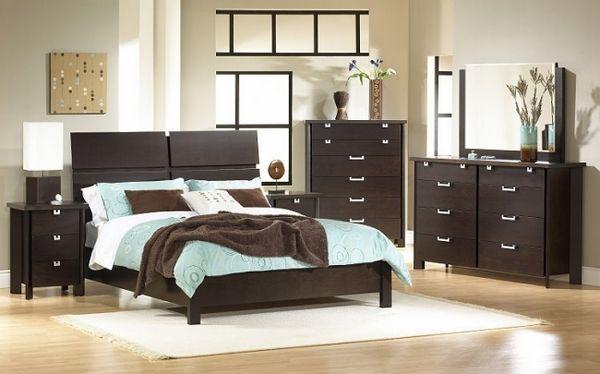 dormitorio interior clásico con muebles de madera de color marrón ...