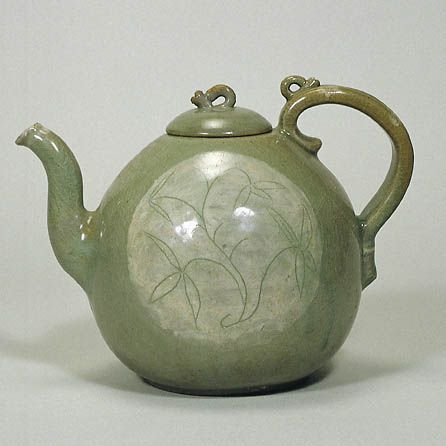 Underglaze White Slip-Coated Celadon with Incised Floral Design   Goryeo Dynasty  1st Half of 12th Century   h.18.2cm   Gift of SUMITOMO Grou The Museum of Oriental Ceramics,Osaka