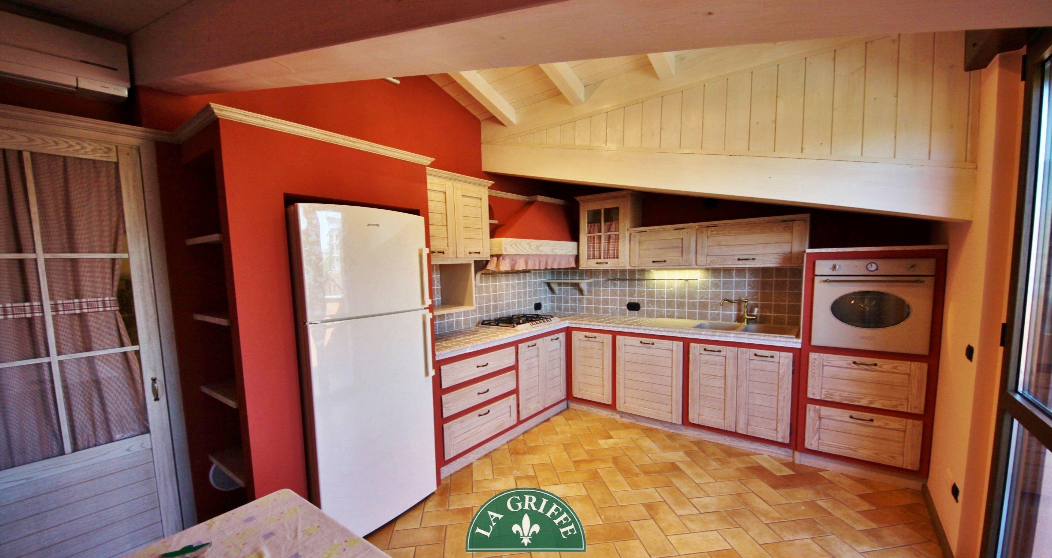 Cucina in muratura rossa su misura by La Griffe Arredamenti #design ...