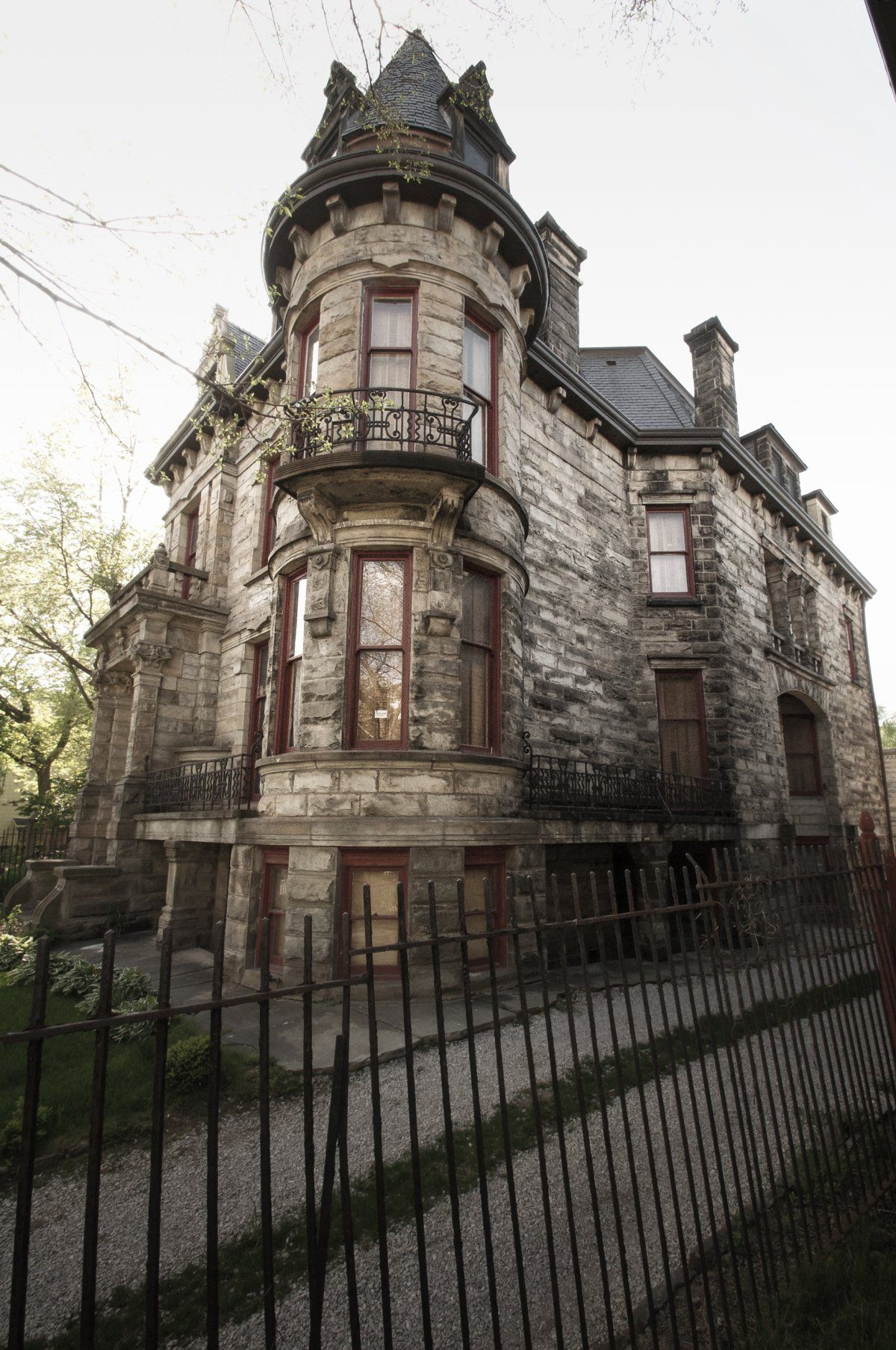 11 Of The Most Terrifying Real Haunted Houses In America Real Haunted Houses Haunted Houses In America Houses In America