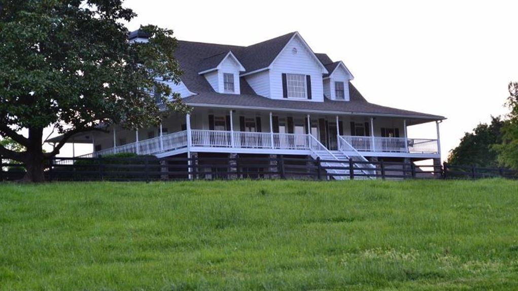 308 acres in cherokee county jacuzzi outdoor