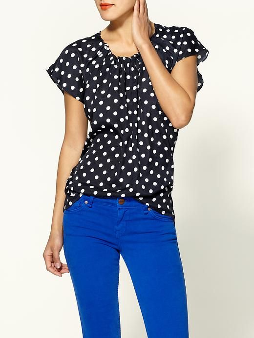 Ok i think i need blue jeans and this shirt! Love the whole outfit :)