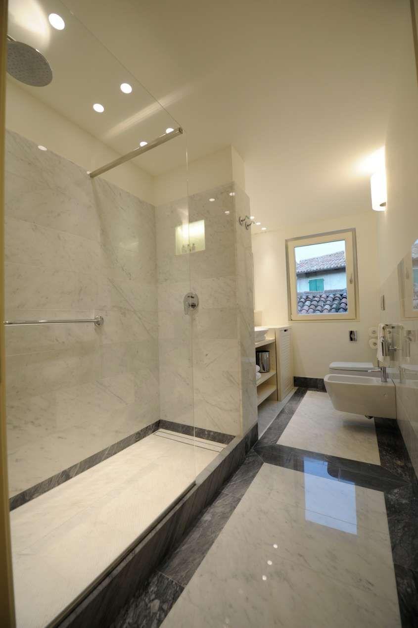 Arredare casa con pavimento in marmo nel 2019 bagno for Arredare casa in bianco