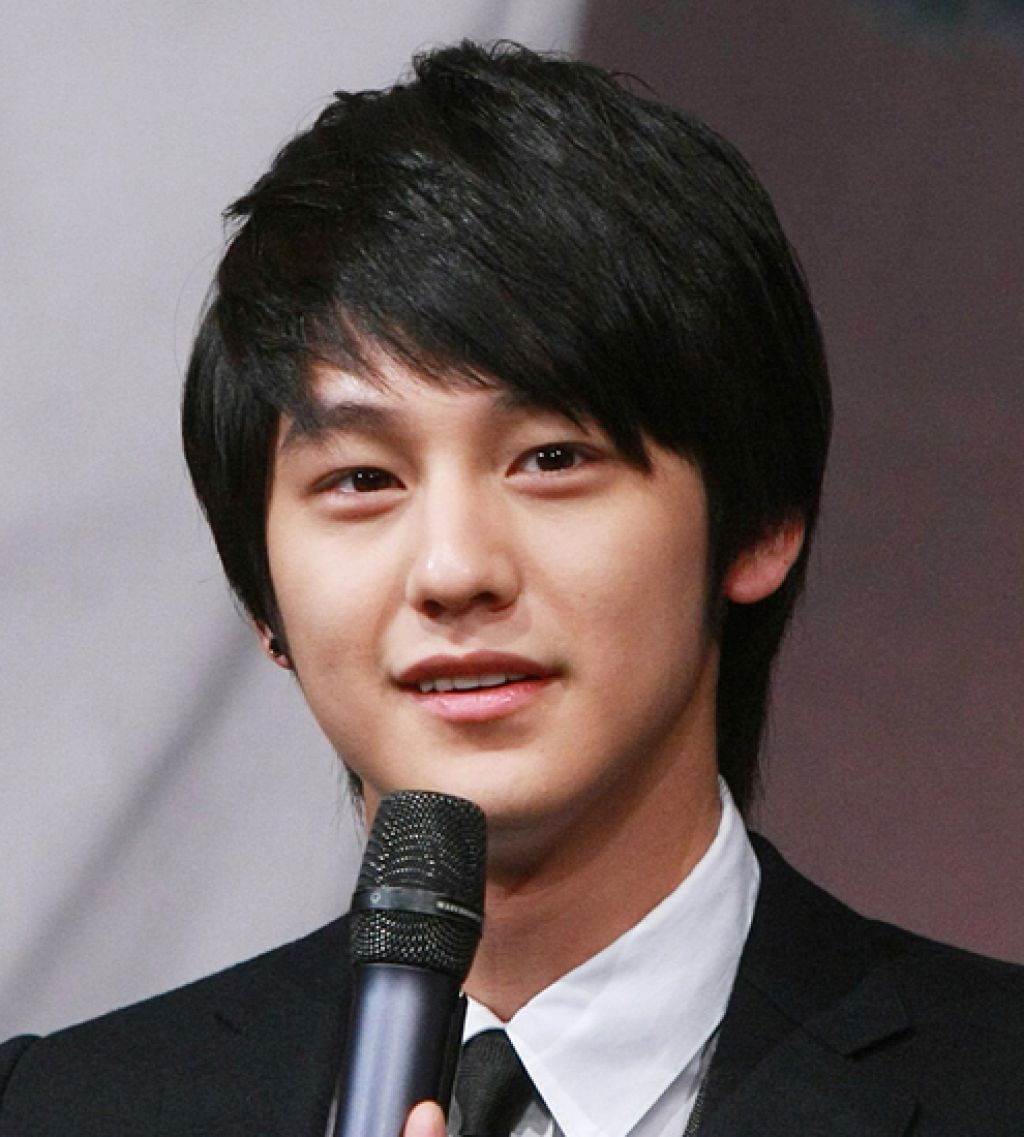 39 Korean Short Hairstyles For Round Faces Male In 2020 Short Hair Styles For Round Faces Hairstyles For Round Faces Round Face Haircuts