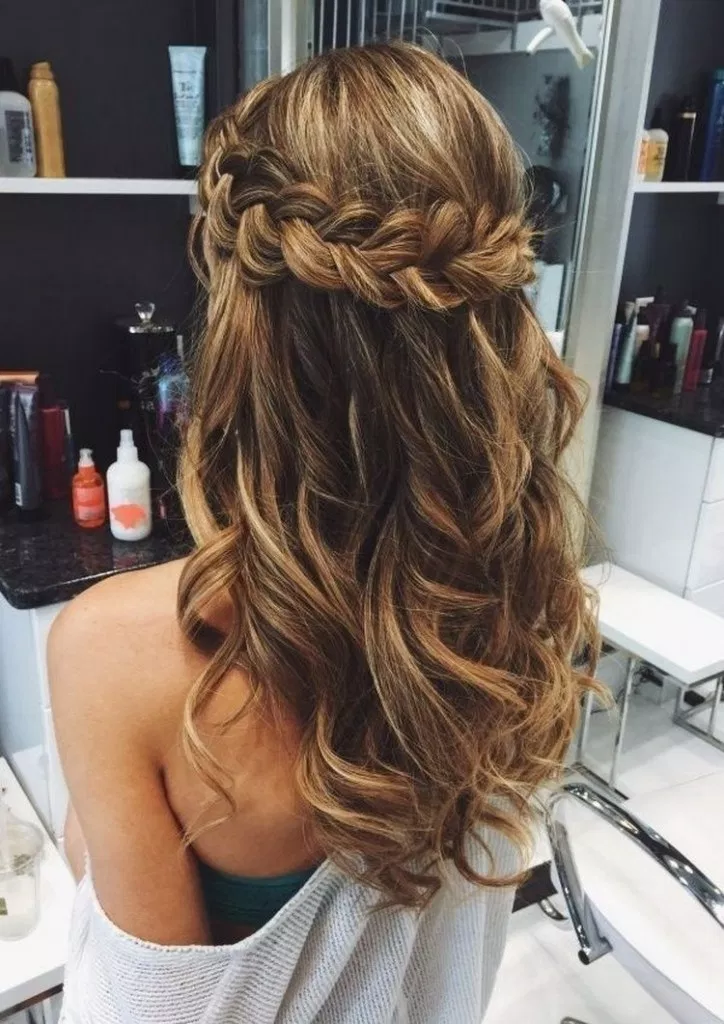 59 Pretty Prom Hairstyle Ideas For Curly Long Hair Prettypromhairstyle Curlypromhairstyle Promha Braided Prom Hair Hair Styles Prom Hairstyles For Long Hair