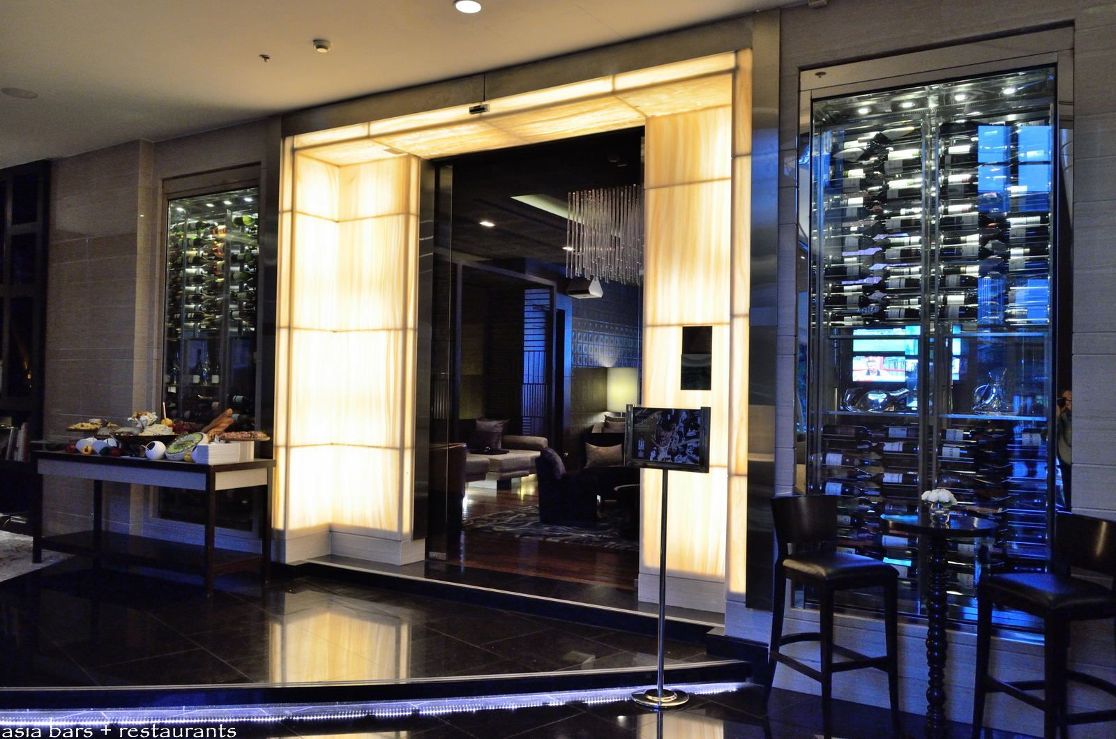 sports lounge interior design - Google Search | Restaurants, Bars ...
