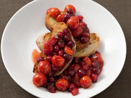 Roasted Tomato Cranberry Sauce