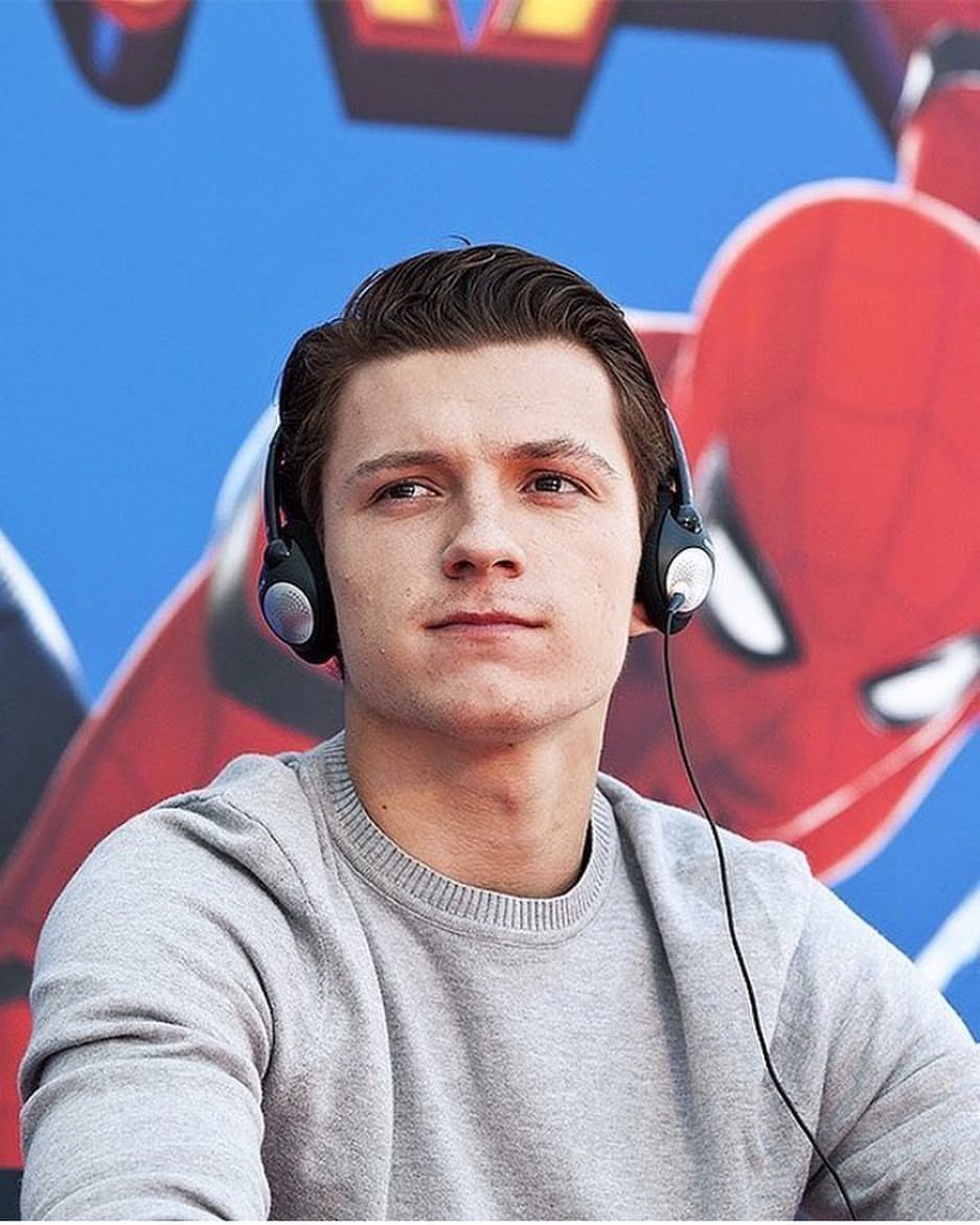 """3,889 Me gusta, 26 comentarios - Tom Holland Source (@tomhollandig) en Instagram: """"+ My thoughts are with everyone affected by the multiple hurricanes in America. Stay safe in…"""""""
