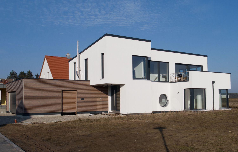 Einfamilienhaus modern holzhaus flachdach garage mit for Haus modern flachdach