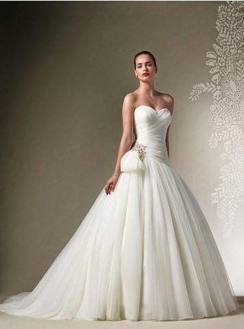 Vestido de novia corte princesa con tirantes