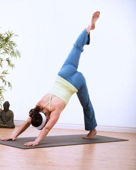 How To Do Three Legged Downward Dog In Yoga Downward Dog Yoga Downward Dog Popular Yoga Poses