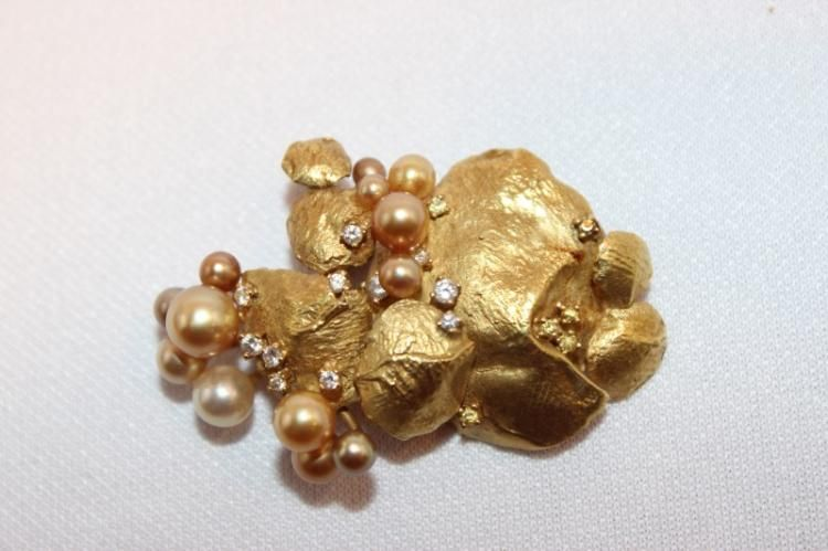 Ladies 18ct Gold , Diamond and Pearl Brooch,