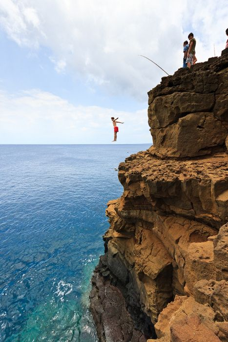 Cliff jumping south point hawaii i think i may be too - The cliff dive ...