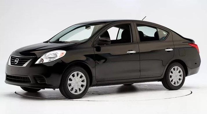 Nissan Versa 2018 Black Color Sedan Tecnologia