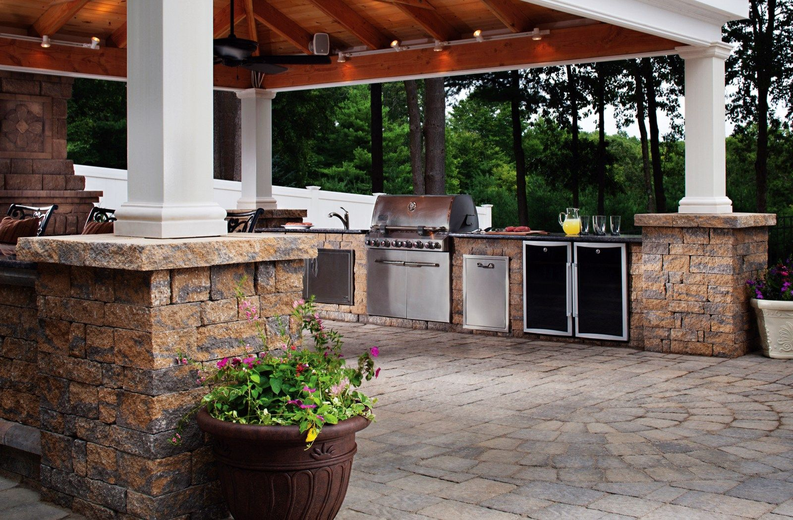 Find Out What's Cooking in the Latest Outdoor Kitchen ...