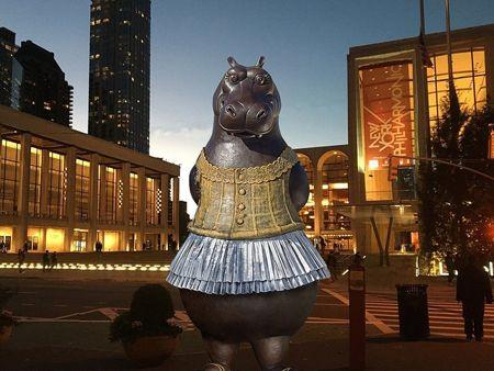 Qu sale si mezclamos a Disney con Degas Una gigantesca escultura