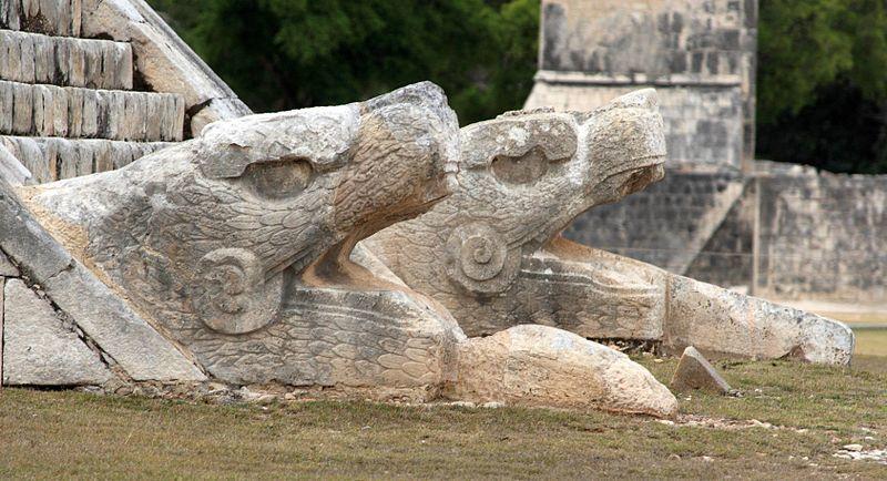 Quetzalcóatl, Kukulcán o Gucumatz es una de las deidades más importantes de las culturas mesoamericanas. 🐍