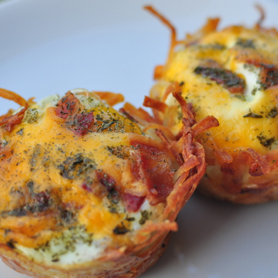 Hash brown baskets,eggs,bacon and cheese/Vicky/ Pinterest @keyingredient #cheddar #bacon #cheese