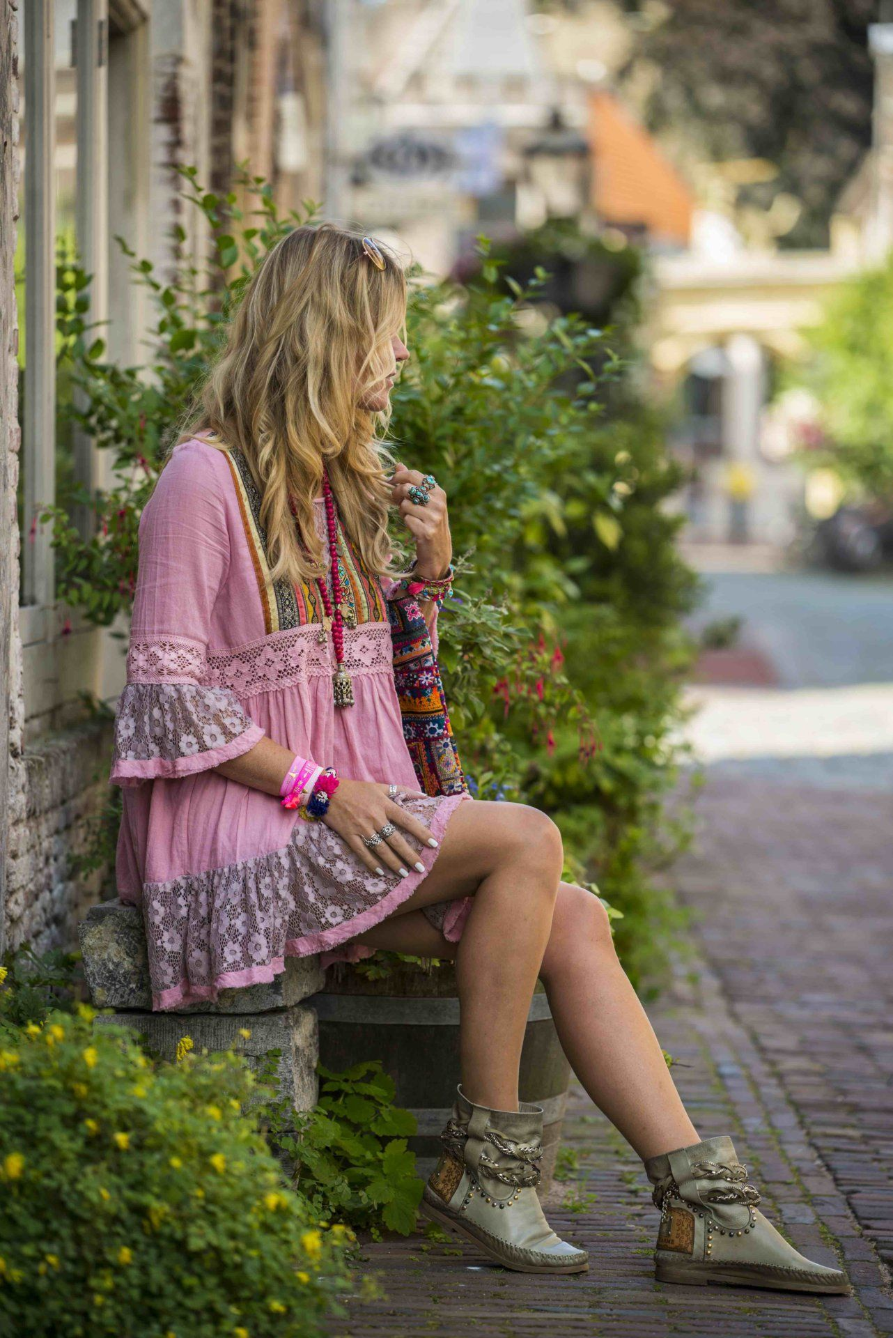 The perfect hippie chic style for a hot summer day in the city ...
