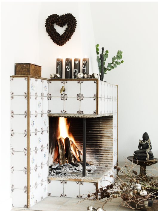 that's one gorgeously unique fireplace!