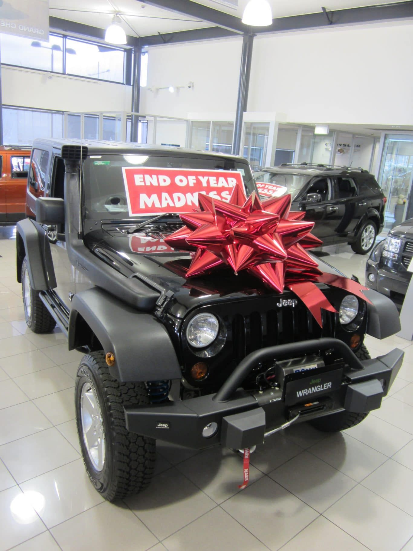 How Cool Is This Bow On A Jeep Wrangler Big Gifts Jeep Dream Cars