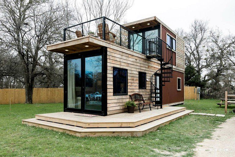 Modern Tiny House Rental with Rooftop Deck near Waco, Texas
