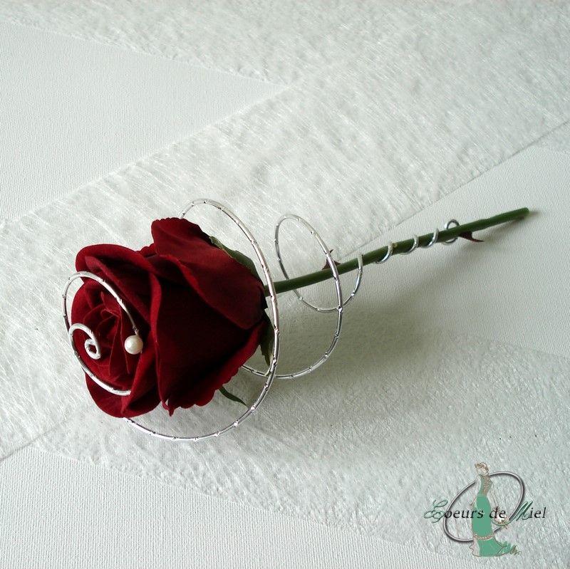 Porte Alliances Realise Pour Un Mariage Sur Le Theme Amour Sous La Forme D Une Rose Rouge Piece Bouquets De Marriage Porte Alliance Bouquets De Mariage Blanc