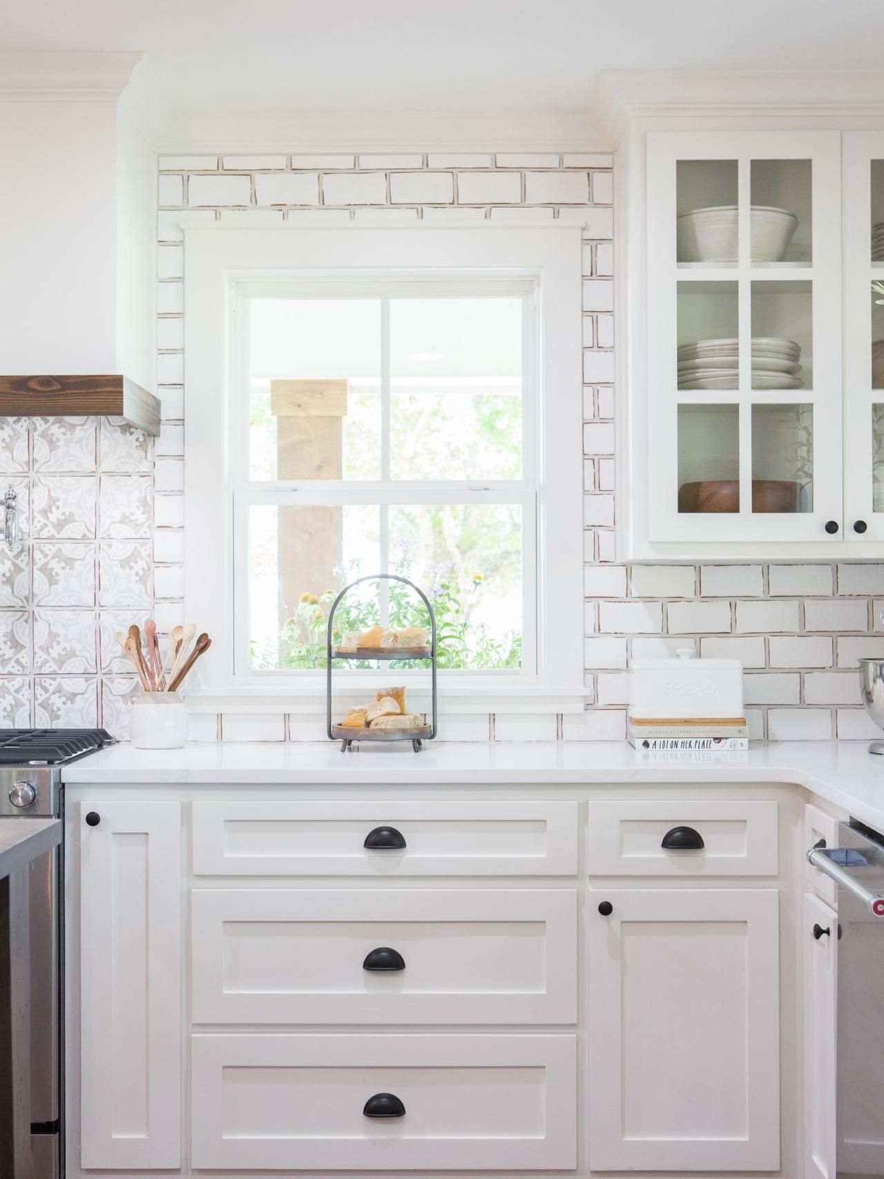 photos hgtv s fixer upper with chip and joanna gaines hgtv farmhouse kitchen design on farmhouse kitchen joanna gaines design id=52550