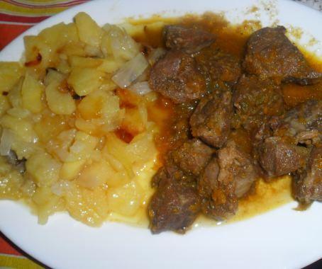 Carrilla al moscatel con guarnición de patata y cebolla al horno de Estrella Carpallo Rodriguez . Con Chef Plus Induction.