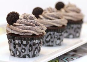 O cupcake de Oreo é de dar água na boca e super simples de fazer. Vem ver os detalhes aqui!