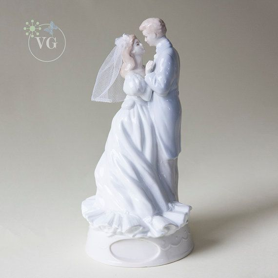 Vintage Lladro Style Wedding Music Box You Light Up My Life With Adoring Bride And Groom Gown Veil