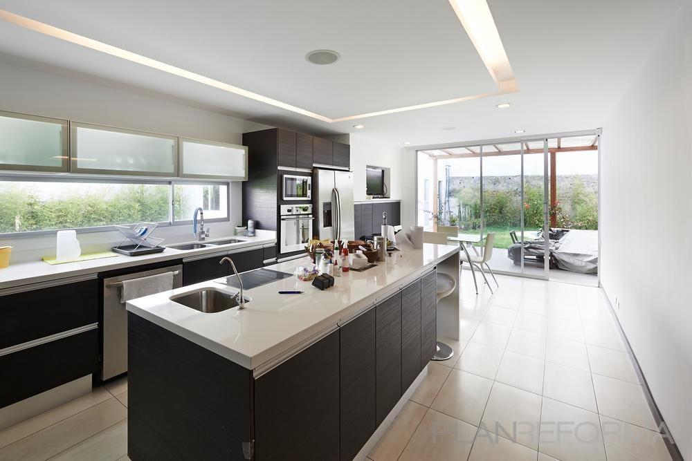 Comedor, Cocina Estilo moderno Color beige, blanco, gris diseñado ...