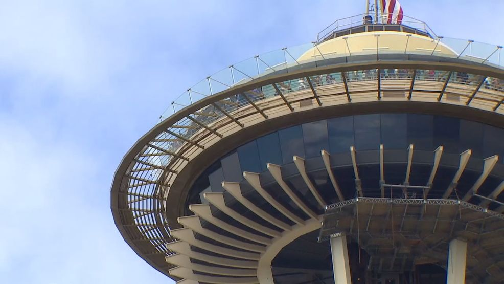 Seattle A Family From Arizona Was Attacked By A Man From A Homeless Camp Just As They Parked To Visit The Space Needle Earl Homeless Man Space Needle Tourist