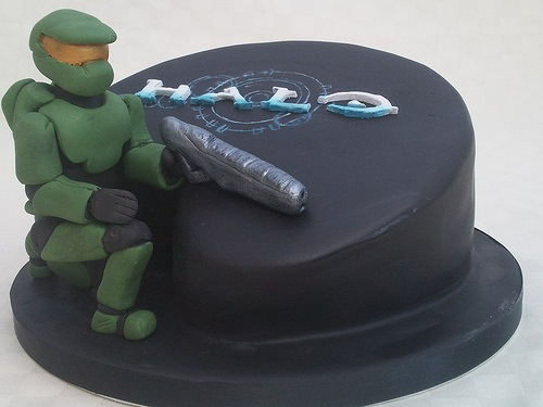 Gears Of Halo Cake Ideas And Designs Cakes Pinterest Halo cake