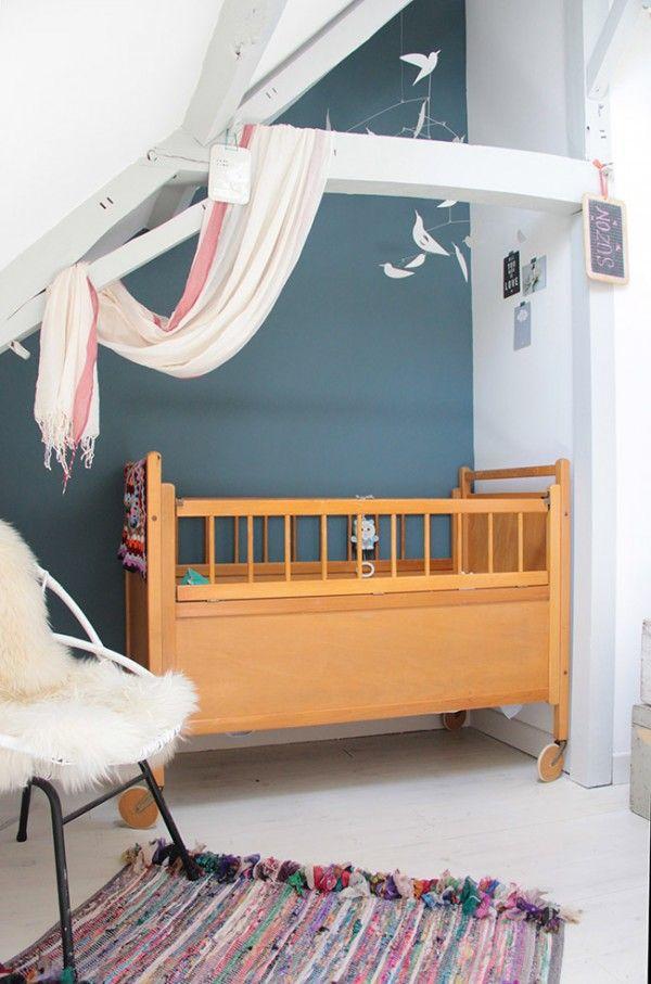 Une chambre de petite fille sous les toits - peinture chambre bebe fille