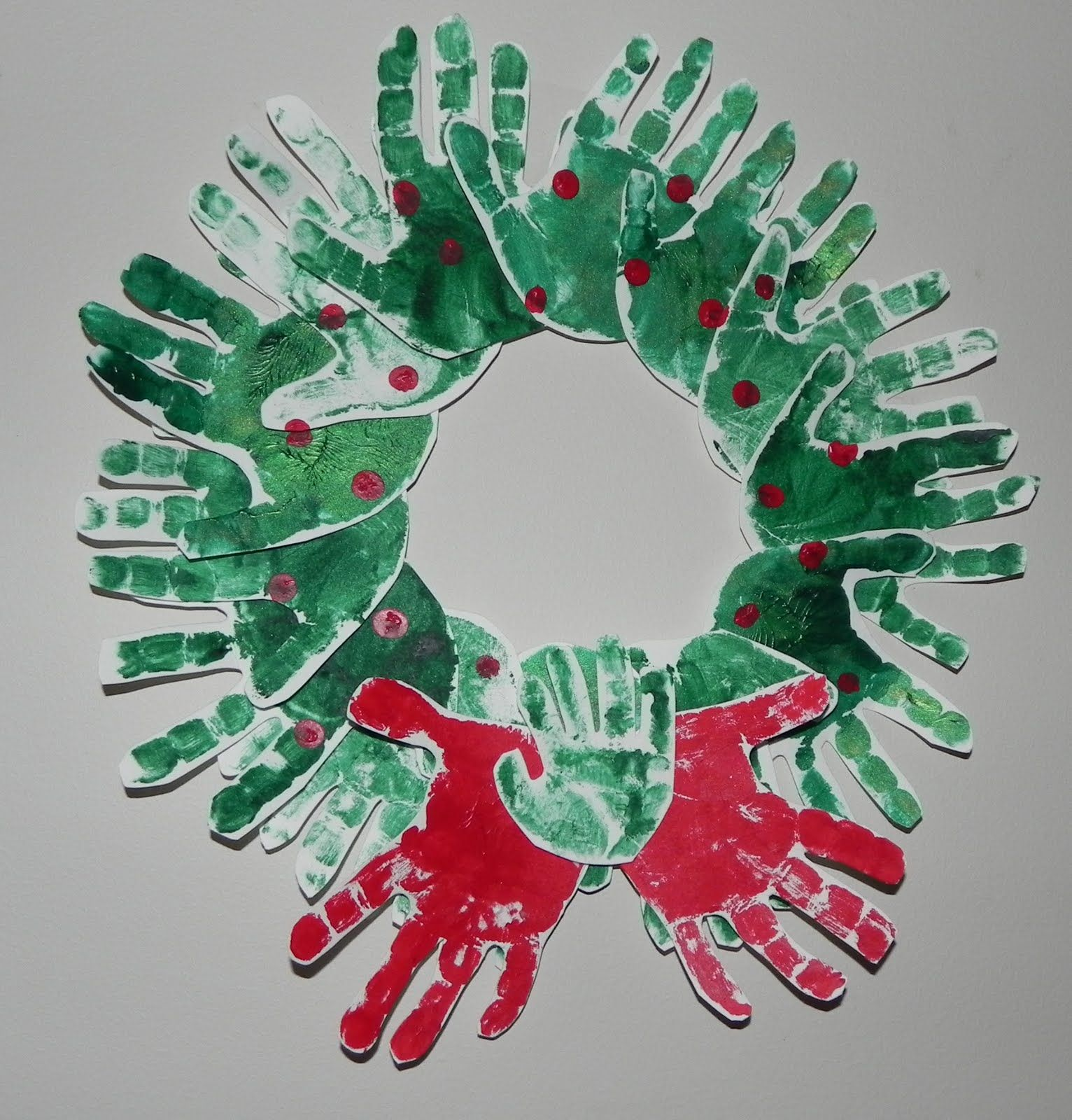 Running With Glitter Glue: Holiday Crafts to do with your kids....