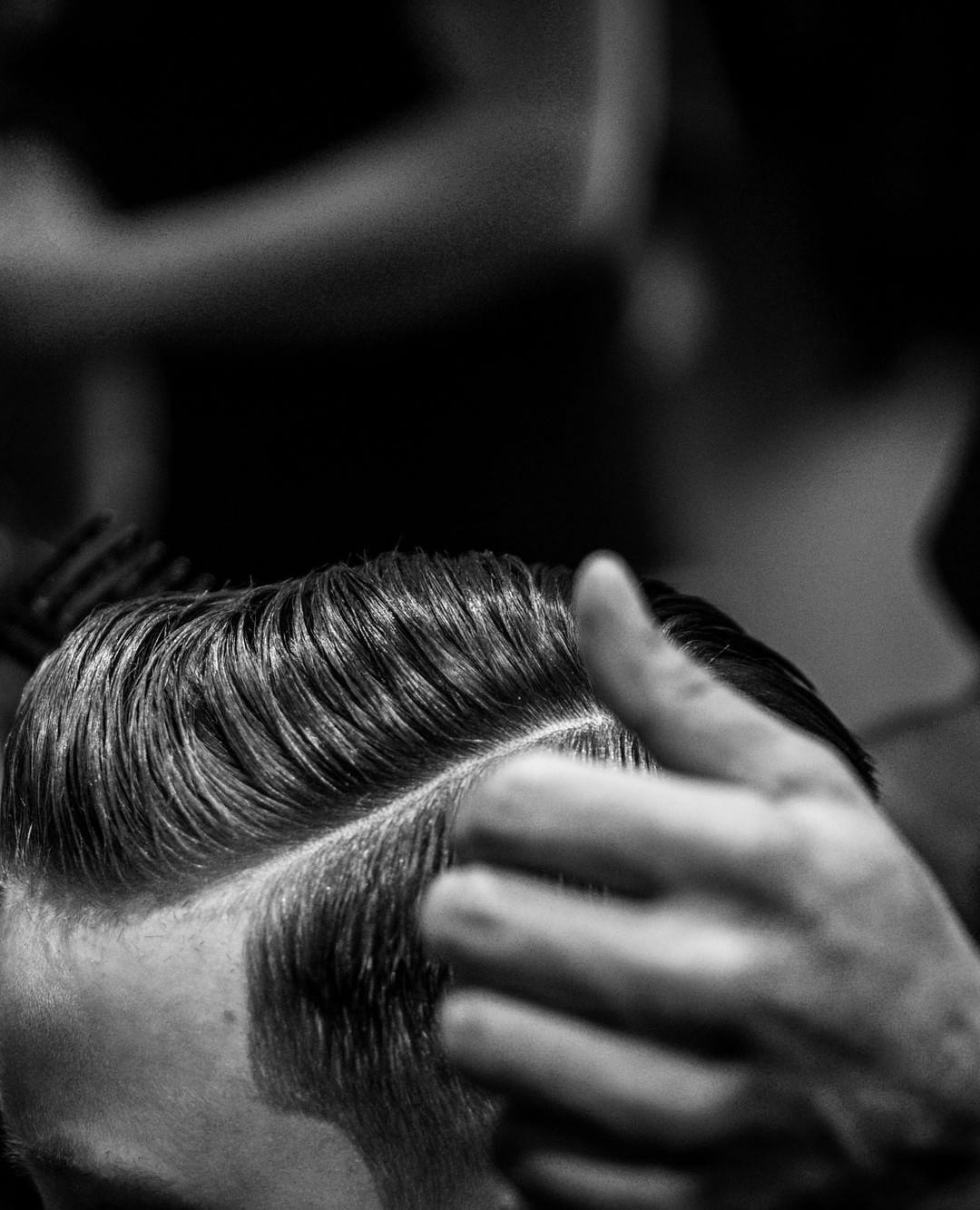 amazon.com/charlemagne  Pomade, Clay, Matte Haar Paste und die coolsten messy Looks. Herren Bart Stile Herrenhaar Styling Undercut Frisuren Haarschnitte für Männer Fahrradfahrer Surfer Look Inspiration Rock n Roll Haarschnitte, Fade Haarschnitte, kurz, mittel, lang, kurze Seiten, Frisur, Frisur, Frisur, Haartrend 2018, Männer #mittellangeröcke