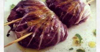 Ricetta del giorno: involtini di radicchio con salsiccia e tuma.