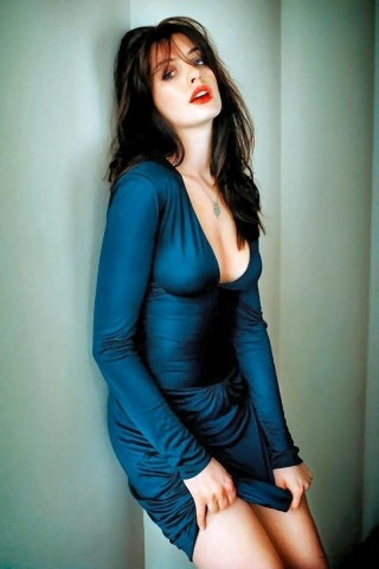 Anne hatheway sexy