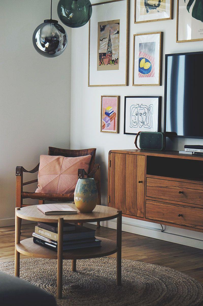 Stue Sadan Far Du Tv Et Til At Blive En Del Af Indretningen Med Billeder Boligindretning Stue Smuk Stue