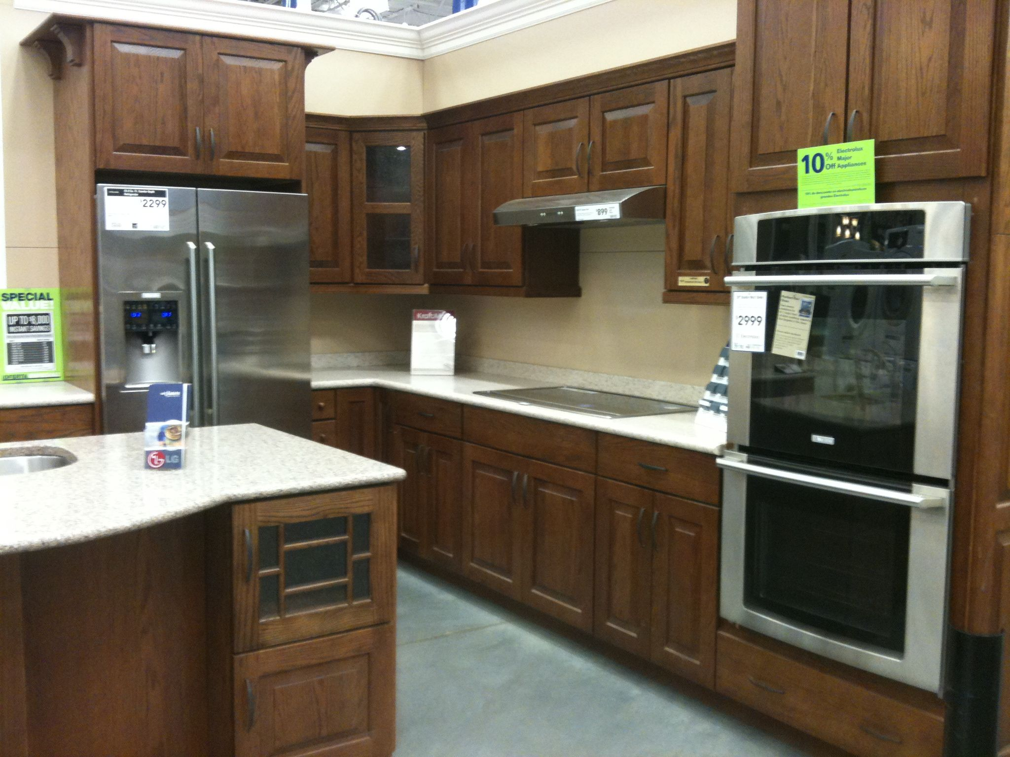 A Craftsman Style Kitchen I Saw At Lowes And Fell In Love With 2 Years Ago Craftsman Style Kitchen Kitchen Styling Kitchen