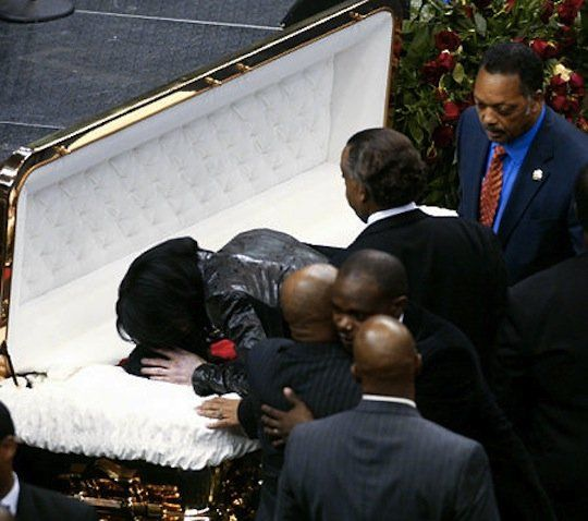 michael jaskson kissed james brown at his funeral sevice