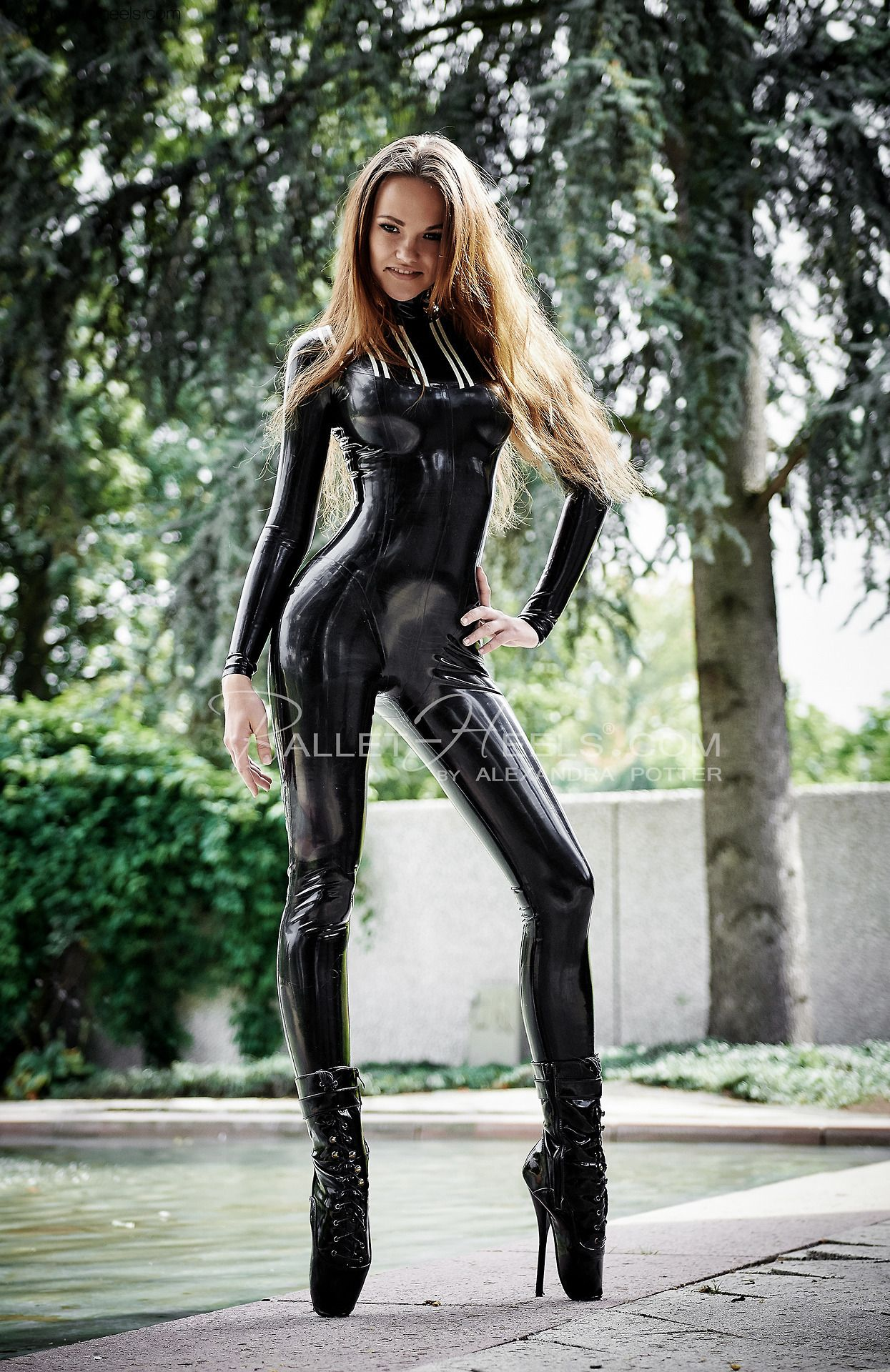 6b07534d8ba10 Latex Outfits that Are Hot