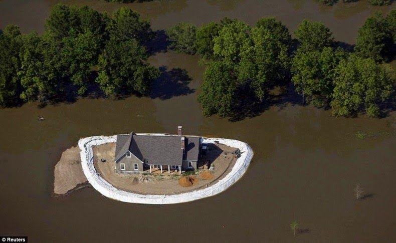 Home_Islands_mississippi-flooding_4